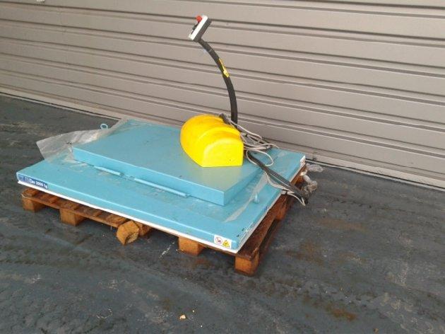 Table l vatrice lectrique d 39 occasion en vente sur capm - Table elevatrice electrique occasion ...
