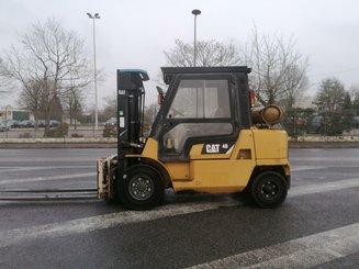 Chariot élévateur frontal 4 roues Caterpillar GP40KL